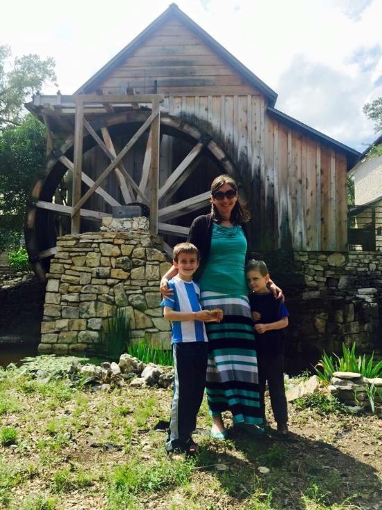 Kaalulangus Anderson Mill Austin BTOB Ilhoon Kaalulangus